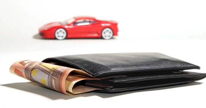 image of a car and wallet with money from unsecured business loan